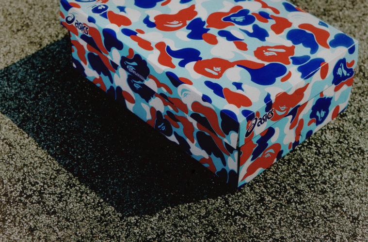 Box originale de la Asics GEL-1090. La boîte se pare du camo France de Bape.